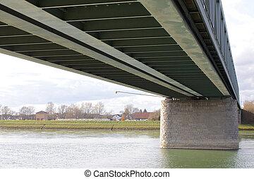 鋼鉄, 橋, 2, 下に