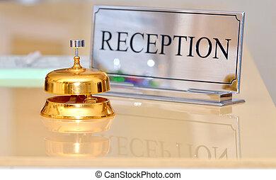 鐘, ホテル