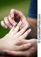 鑽石訂婚戒指