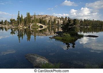 锯齿山脊nevada, 湖反映