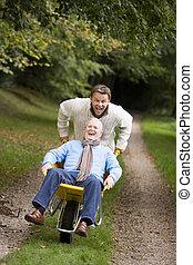 长大, 儿子, 推, 父亲, 在中, 独轮手车