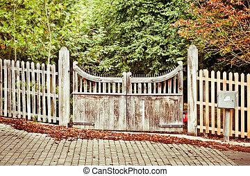 門, 中に, 秋