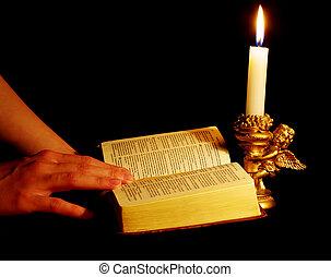 開いている聖書