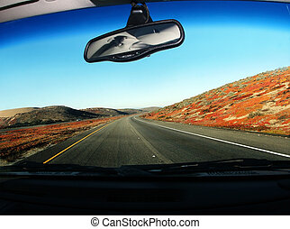 開車在旅途中