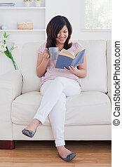 間, ソファー, 読む本, 女性の モデル