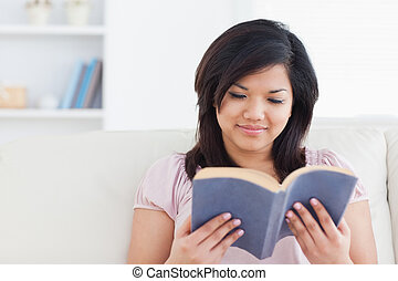 間, 読む本, ソファー, 女性の モデル