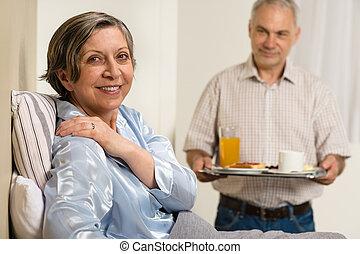 關心, 妻子, 年長者, 帶來, 早餐, 人