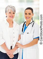 關心, 護士, 站立, 由于, 年長者, 病人