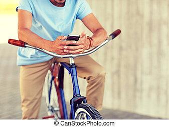 關閉, ......的, 人, 由于, smartphone, 以及, 自行車, 上, 街道