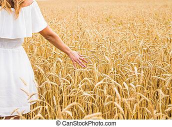 關閉, ......的, a, 婦女的手, 触, 黃金, 黑麥