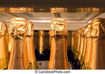 關閉, 香檳酒瓶子, 在, 超級市場