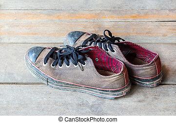 關閉, 骯髒, 老, 鞋子, 在地板上