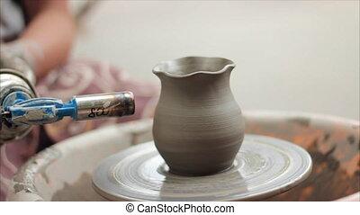 陶工, 教える, 彼の, 技能, へ, ∥, children., 陶器, クラス, workshop., 粘土, 形づくること, 上に, 陶工の 車輪, そして, 発砲