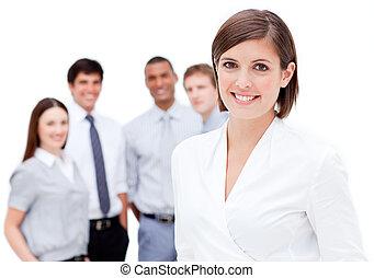 陽気, マネージャー, の前, 彼女, チーム, に対して, a, 白い背景