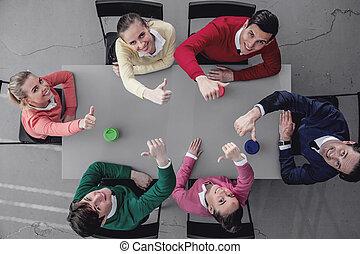 隊, ......的, 工人, 在桌子周圍