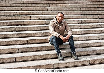 階段, モデル, 若い, 朗らかである, アフリカの男