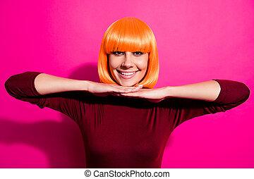 隔離された, ピンク, フクシア, 身に着けていること, すてきである, 魅力的, かわいい, 提示, かつら, 活気に満ちた, 美しい, クローズアップ, 朗らかである, 内容, 輝き, 女の子, 明るい, 魅了, オレンジ, かなり, 肖像画, 顔, 陽気, 彼女, 上に, 鮮やか, 背景, 彼女