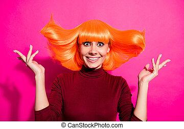 隔離された, ファンキーである, うれしい, ピンク, フクシア, 身に着けていること, すてきである, 楽しむ, 魅力的, かつら, 活気に満ちた, 美しい, クローズアップ, ヘアスタイル, 朗らかである, 輝き, 女の子, 明るい, 魅了, オレンジ, 肖像画, 陽気, 彼女, 上に, 鮮やか, 背景, 彼女