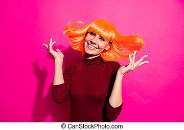 隔離された, ファンキーである, ピンク, フクシア, 身に着けていること, すてきである, 楽しむ, 魅力的, かつら, 活気に満ちた, 美しい, クローズアップ, ヘアスタイル, 新しい, 朗らかである, 輝き, 女の子, 明るい, オレンジ, 肖像画, 陽気, 彼女, 上に, 鮮やか, 背景, 彼女, 夢