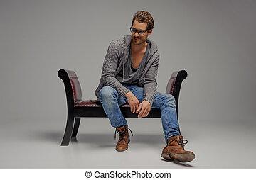 隔離された, モデル, 型, 離れて, 男性, 若い, 灰色, 見る, 間, chair., 椅子, ハンサム, ガラス