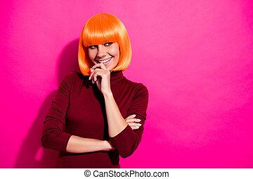 隔離された, 考え, ピンク, フクシア, 愛らしい, 身に着けていること, girlish, 魅力的, かつら, 活気に満ちた, クローズアップ, 朗らかである, 輝き, 流行, nice-looking, 女の子, 明るい, オレンジ, 肖像画, 彼女, 上に, 鮮やか, 背景, 彼女, 女らしい