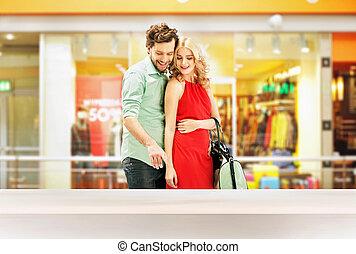 雅致, 夫婦, 站立, 在, the, 購物中心