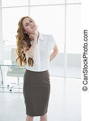 雅致, 從事工商業的女性, 由于, 頸項痛苦, 在, 辦公室