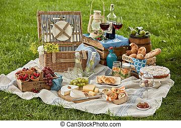 集合, 野餐食物, 飲料, 綠色的草