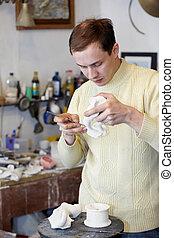 雕刻家, 工作, 在, the, 工作室, 上, a, 碎片, ......的, 膏藥, statuette.