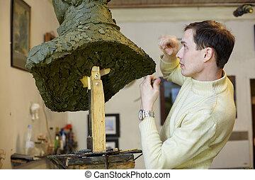 雕刻家, 工作, 在, the, 工作室, 由于, a, 代用粘土, 模型, ......的, the, bust.