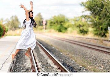 離れて, 列車, 若い, 跳躍, プラットホーム, 駅, 女の子