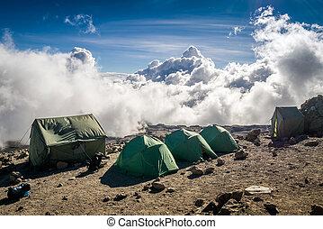 雲, テント, 上に, 人々, kilimanjaro, 移住, 山