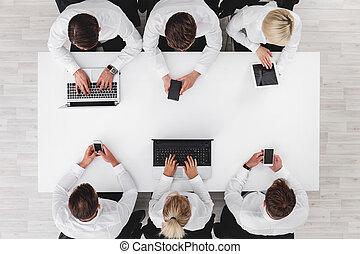 電子ビジネス, 装置, 人々