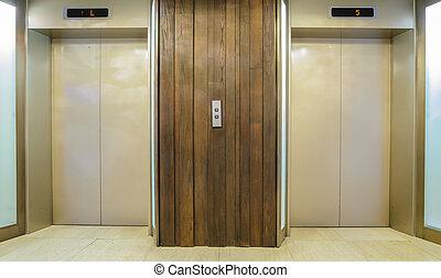 電梯, 二