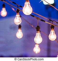 電球, 夕闇