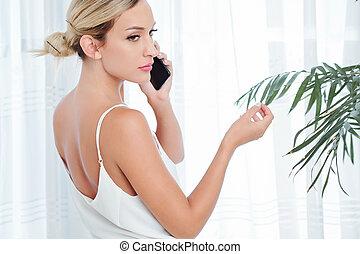 電話の女性, 哀愁を秘めた, 呼出し