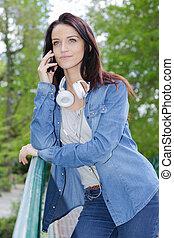 電話の女性, 若い, 肖像画