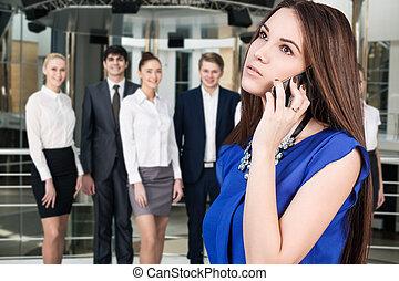 電話の女性, 若い, 話す