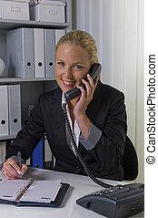 電話を持っている女性, 中に, オフィス