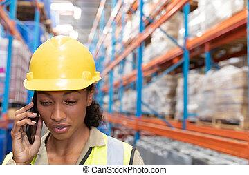 電話, モビール, 話し, 女性, 労働者, 倉庫