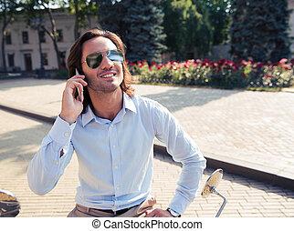 電話, 屋外で, 男話し