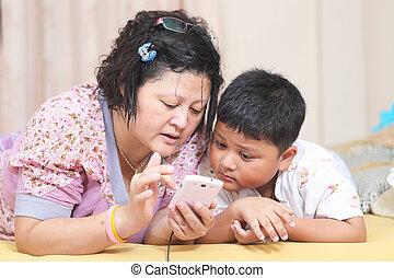 電話, son., アジア人, 母親遊び, 痛みなさい