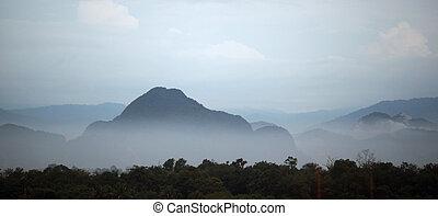 霧が深い, 山