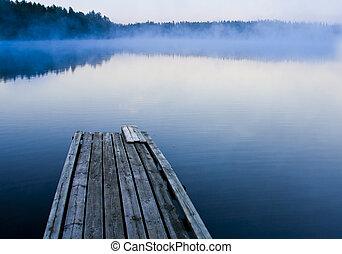霧が深い, 朝