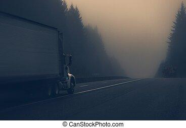 霧が濃い, トラック, ハイウェー