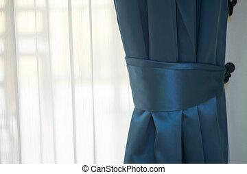 青いびら門, 窓