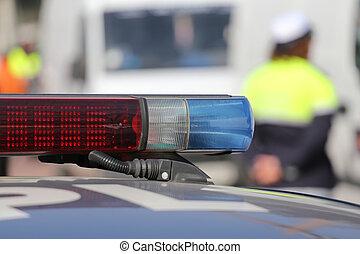 青いサイレン, パトカー, 道路封鎖ブロック, の間, 赤