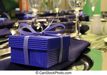 青いボックス, プレゼント