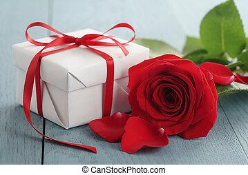 青いボックス, 贈り物, バラ, 木, テーブル, 赤