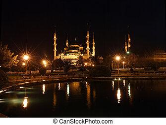 青いモスク, 夜